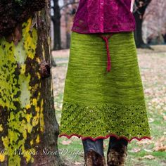 Autumn Foliage is a lovely top down A-line skirt. Its beauty begins at the waistband featuring ties in an unexpectedly fun contrasting color, its shape flattering design softly hugs your curves as it gently leads into a flared hemline kissed with lace. Your body and soul will truly love wearing it.Autumn Foliage is a grown up version of mySpring Foliage.Material:The pattern is suitable for DK, sport or fingering weight merino yarns. By choosing a fingering weight, your skirt will be light…