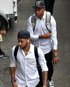 c front the star is walking Bruna Marquezine And Neymar, Mbappe Psg, Paris Saint Germain Fc, Neymar Pic, France Football, Soccer Players, Football Shirts, Walking, Moda Masculina