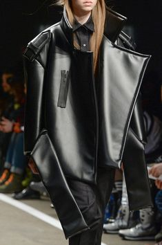 Melitta Baumeister - Vfiles Fall 2014 big belt / the shoulder application / on top Zip