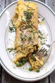 Brown Butter, Peas, And Mint Omelette | 21 Meals With Tons Of Protein And No Meat   http://www.saveur.com/article/Recipes/Brown-Butter-Peas-and-Mint-Omelette