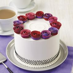 Learn how to decorate cakes and sweet treats with basic buttercream techniques and six simple-to-pipe flowers that transform ordinary cakes into extraordinary results!  Sign up for Course 1 at @michaelsstores -- Link in our bio.  #wiltoncakes #wiltonmethod #cakedecorating
