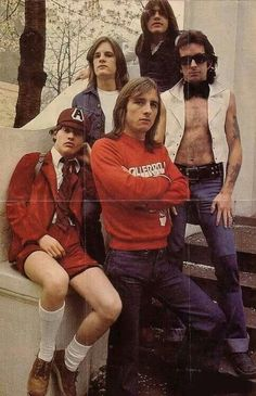 AC/DC: long before the schoolboy uniform was simply part of the show. Rock Bands, Rock And Roll Bands, Rock N Roll, Bon Scott, Rock Chic, Glam Rock, Playlists, Ac Dc Band, Malcolm Young