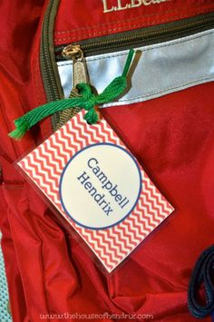 Shoelaces as ribbon - DIY Personalized Bag Tags and Printables for Lunch Box and Backpack {The House of Hendrix}