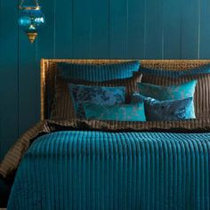 House of Turquoise: Peacock Blue Bedroom. A little too dark for my bedroom. Maybe an office space or guest bathroom with a window for light. Peacock Blue Bedroom, Bedroom Turquoise, Bedroom Colors, Bedroom Decor, Peacock Bedding, Turquoise Walls, Master Bedroom, Turquoise Pillows, Bedroom Modern