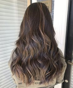 Fascinating Long Sun Kissed Hairstyles for Women You Should Try ASAP Easy Hairstyles For Long Hair, Trendy Hairstyles, Long Layered Hair, Sun Kissed, New Hair, Romantic, Bright, Hair Styles, Beauty