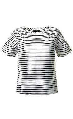 Streifenshirt mit breitem Rundhalsausschnitt, weit geschnittenen Schultern und gerafftem Halbarm.  <br />