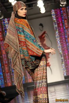 Ghea Panggabean Traditional Fabric, Traditional Dresses, Asian Fabric, Handmade Clothes, Ikat, Hijab Fashion, Boho Chic, Looks Great, Headscarves