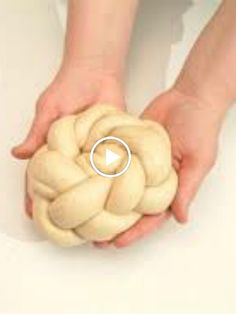 How to Make a Crown Challah Joy of Kosher with Jamie Geller Challah Bread Recipes, Plaited Bread Recipe, Kosher Recipes, Cooking Recipes, Thermomix Pan, Bread Art, Bread Shaping, Braided Bread, Pastries