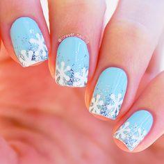 Winter Snowflake Nails #winternails #snowflakenails