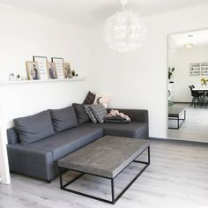 Monochromes Wohnzimmer In Grau Mit Beton / Granit Couchtisch Im Industrial  Look.