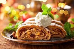 Ke štrůdlu si můžete dopřát kopeček zmrzliny. Whiskey Sour, Bourbon, 50 Euro, Strudel, Biscotti, Apple Pie, Waffles, Ethnic Recipes, Food