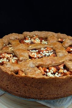 Apfel-Spekulatius Pie // Apple and Speculoos Pie Pear Dessert, Dessert Recipes, Dutch Recipes, Sweet Recipes, Dutch Desserts, Typical Dutch Food, Apples And Cheese, Sweets Cake, Pie Cake