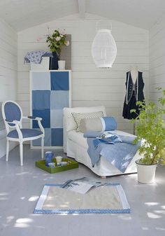 Blue & white with a splash of green