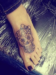 sugar skull black line with bow. Love this!!