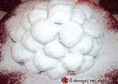 Great recipe for Kourabiedes by Akis. After the very successful melomakarona by Akis I thought that it would be good to publish his kourabiedes as well! Recipe by nanat Greek Sweets, Greek Desserts, Greek Recipes, Christmas Recipes For Kids, Christmas Sweets, Christmas Baking, Kids Christmas, Sweets Recipes, Cake Recipes
