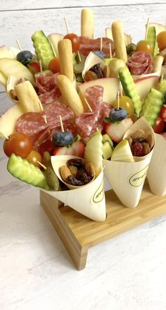 Party Snacks, Appetizers For Party, Appetizer Recipes, Charcuterie Recipes, Charcuterie And Cheese Board, Individual Appetizers, Party Sandwiches, Sandwich Bar, Brunch Party