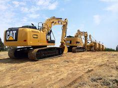 Pipeline Construction, Heavy Construction Equipment, Construction Machines, Heavy Equipment, Caterpillar Pictures, Cat Excavator, Caterpillar Equipment, Logging Equipment, Tonka Toys