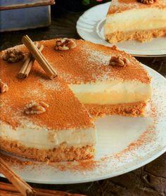 Vamos con esta tarta para 10 personas Necesitaremos Para la base 300 gramos de galletas María o parecidas 80 gramos de mantequill...