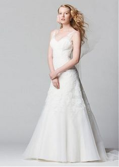 AMAZING GLAMOROUS ORGANZA A-LINE V-NECK NECKLINE NATURAL WAISTLINE WEDDING DRESS IVORY WHITE LACE BRIDAL GOWN