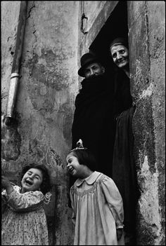 a family together having a good time ITALY. Abruzzo. Scanno. 1951. Henri Cartier-Bresson