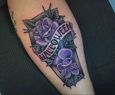 Floral coffin tattoo by Jenn Siegfried Globe Tattoos, Up Tattoos, Foot Tattoos, Body Art Tattoos, Sleeve Tattoos, Tatoos, Traditional Tattoo Halloween, Spooky Tattoos, Zombie Tattoos