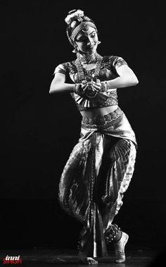 Dancers Pose, Ballet Dancers, Indian Wedding Makeup, Indian Classical Dance, Dance It Out, Dance Photos, Dance Art, Girl Dancing, Dance Photography