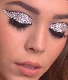 Go to the webpage to see more on face & eyebrow makeup Glam Makeup, Cute Makeup, Simple Makeup, Eyeshadow Makeup, Makeup Art, Beauty Makeup, Eyebrow Makeup, Eyeliner, Makeup Trends