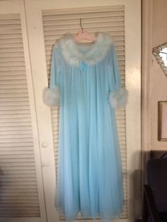 Vintage 60s 70s Virginia Wallace Nightgown & Robe Sz s. NWT!! FOR SALE !! Contact me at mailto:sjcintn@gm... BEST PRICES , ANYWHERE !!! MAKE AN OFFER !!!