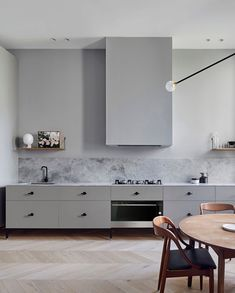 Kitchen Interior Design Remodeling Kitchen of the Kew Apartment by Sarah Wolfendale - Integrated Fisher Home Decor Kitchen, Home Kitchens, Kitchen Dining, Kitchen Grey, Modern Kitchens, Open Kitchen, Kitchen Ideas, Design Minimalista, Interior Minimalista
