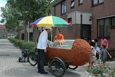 I never saw one of these while in the Netherlands - A kroket cart, similar to a hot dog cart... Leuk!