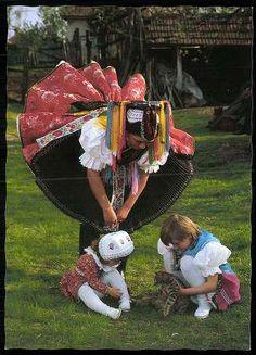 Paloc for God sake Costumes Around The World, Folk Clothing, Folk Dance, Ethnic Dress, Folk Costume, Eastern Europe, World Cultures, Traditional Dresses, Folklore