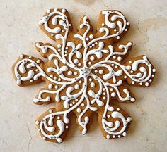 Pretty ideas for decorating snowflake cookies, along with a gingerbread cookie recipe from pastry chef Nick Malgieri, via Le Petit Atelier. Christmas Sweets, Christmas Gingerbread, Christmas Goodies, Christmas Baking, Gingerbread Cookies, Christmas Holidays, Gingerbread Houses, Gingerbread Frosting, Elegant Christmas