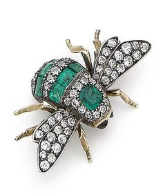 AN EMERALD, RUBY AND DIAMOND BEE BROOCH/HAIR ORNAMENT, circa 1900