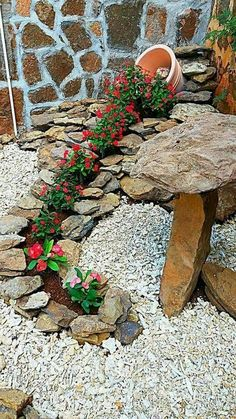 63 Beautiful Front Yard Rock Garden Landscaping Ideas - Page 45 of 64 Garden Yard Ideas, Garden Crafts, Diy Garden Decor, Garden Projects, Garden Art, Rocks Garden, Garden Planters, Backyard Ideas, Landscaping With Rocks