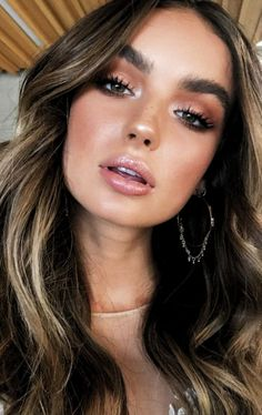 10 Winter Makeup Looks To Copy This Year, Make-up , Natural Glow Makeup, Natural Makeup Looks, Natural Beauty Tips, Makeup Glowy, Natural Prom Makeup For Brown Eyes, Natural Summer Makeup, Edgy Makeup, Simple Makeup Looks, Dramatic Makeup