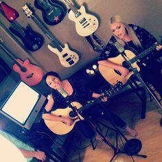 Jonnie & Brookie guitar freaks ;)