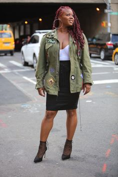 Your glimpse at all the best-dressed folks attending runway shows, after parties and everything in between at New York Fashion Week Spring New York Fashion Week 2018, Contemporary Dresses, Brown Girl, Street Style Looks, Fashion Pictures, Curvy Fashion, Nice Dresses, Style Inspiration, Fashion Outfits