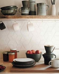 Simple Kitchen Backsplash-Ideen – Carolanne News Simple Kitchen Backsplash Ideas – carolanne news - High Quality Marble Kitchens Backsplash Kitchen White Cabinets, Paint Backsplash, Hexagon Backsplash, Beadboard Backsplash, Kitchen Backsplash, Backsplash Ideas, Rustic Backsplash, Herringbone Backsplash, Tile Ideas