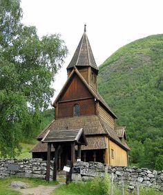 Urnes stave church, Luster in Sogn og Fjordane, Norway - A UNESCO World Heritage Site since 1979 - P_03.02.2013 - http://ayorama.com/Jalbum/Vestland/Kirker%20in%20SF%20MR%20og%20Hordaland/Sogn%20og%20Fjordane/Luster%20Urnes%20stavkirke/slides/Urned%20stavkirke%20(1).jpg