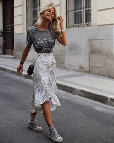 Summer mode on 61 trendy autumn street style outfits for 2019 2020 outfits outfitideas outfitstyle ~ agus momogicars com Mode Outfits, Trendy Outfits, Fashion Outfits, Womens Fashion, Converse Fashion, Basic Outfits, Simple Outfits, Dress And Converse, Skirt Fashion