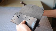 Packaging Ideas Discover Making a Leather Clutch Purse / Handmade Wallet / Clutch Wallet / Womens Fashion Leather Bag Tutorial, Leather Wallet Pattern, Handmade Leather Wallet, Sewing Leather, Leather Gifts, Leather Pouch, Leather Purses, Leather Handbags, Leather Wallets