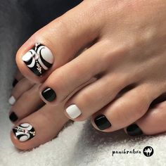 18 Trendy Ideas Of Homecoming Nails To Finish A Lovely Look Trendy Black Toe Nail Colors With Abstract Design To Finish A Stylish Look Black Toe Nails, Pretty Toe Nails, Cute Toe Nails, Hot Nails, Pretty Toes, Hair And Nails, Pretty Pedicures, Pedicure Designs, Pedicure Nail Art