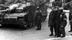 Operation Market Garden: Captured British soldiers walk past a German self-propelled gun StuG III in Arnhem, Operation Market Garden, Medium Armor, Ww2 Photos, British Soldier, British Army, Ww2 Tanks, War Photography, Paratrooper, Farms