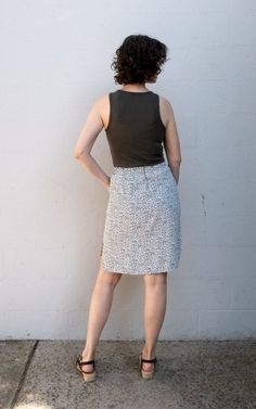 Beginner friendly elastic waist skirt pdf sewing pattern with curved hem, three pocket options and drawstring waist. Skirt Patterns Sewing, Skirt Sewing, Lace Skirt, Sequin Skirt, Elastic Waist Skirt, Buttonholes, Knitted Fabric, Chambray, Drawstring Waist