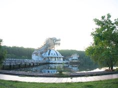 http://allday.com/post/8324-this-abandoned-water-park-has-been-reclaimed-by-the-vietnamese-jungle/?llid=gPZ5
