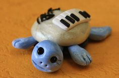 Handmade Fimo Turtle Piano Player original by Onlymiracles on Etsy, €12.00