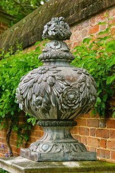 Garden Urns, Garden Planters, Colonial Williamsburg, Garden Features, Garden Structures, Garden Ornaments, Garden Styles, Dream Garden, Land Scape