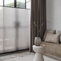 Wat is top-down, bottom-up? Dutch House, Window Dressings, Curtains With Blinds, Old Houses, Window Treatments, New Homes, Windows, Interior, Home Decor