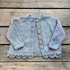 Ravelry: Gooseberry Cardigan pattern by Pernille Larsen Baby Knitting Free, Knitting For Kids, Baby Knitting Patterns, Baby Patterns, Cardigan Bebe, Knitted Baby Cardigan, Cardigan Pattern, Style Baby, Ravelry