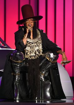Host Erykah Badu speaks onstage during the 2016 Soul Train Music Awards on November 2016 in Las Vegas, Nevada. Get premium, high resolution news photos at Getty Images Black Women Art, Black Girls, Train Music, Soul Train Awards, Black Power, Celebs, Celebrities, Fashion Addict, Women's Fashion